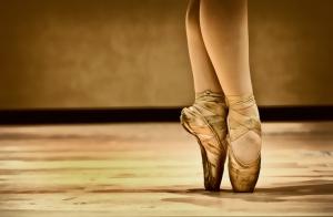 bailarina-ballet-pies-dorado